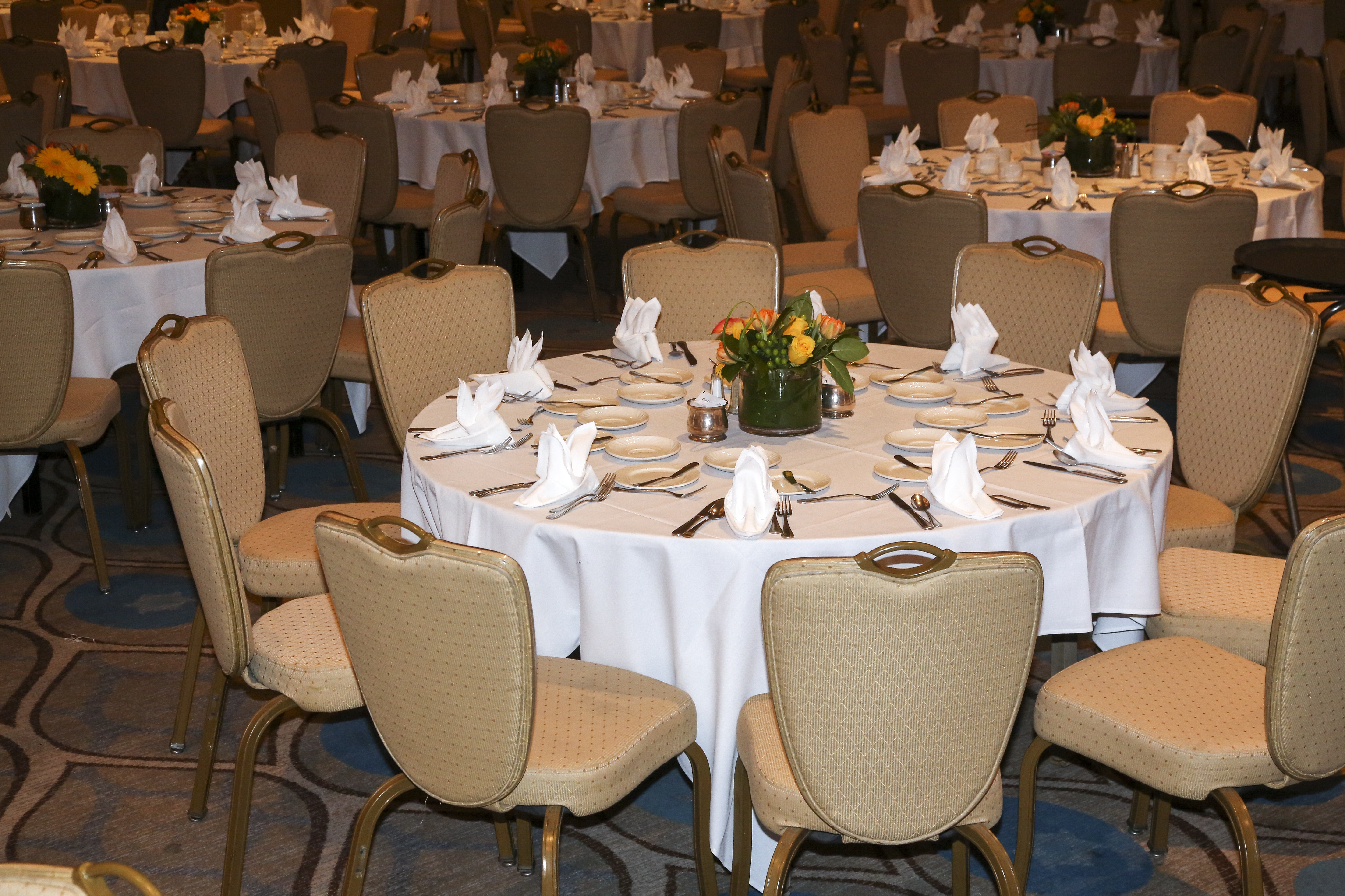 Table set up, mid